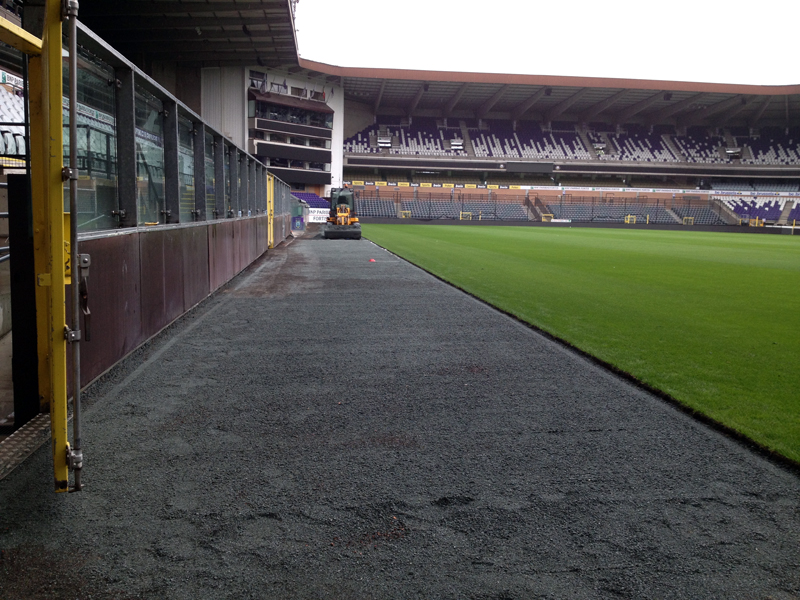 Kunstgrasstrook in neutrale zone van RSCA
